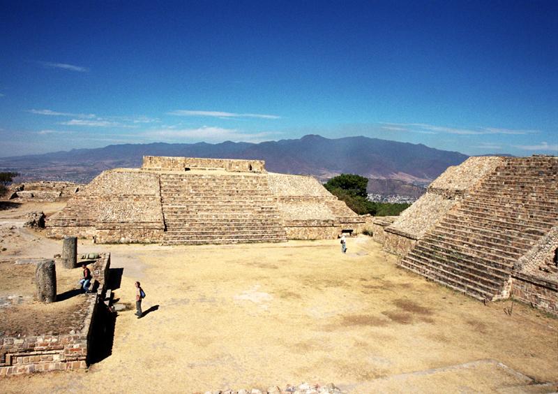 Monte Albán. Piramidy na szczycie białej góry