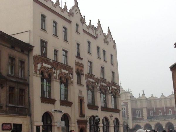 Kraków. Plac Mariacki, ulubiony zaułek malarzy
