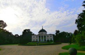 Lubostroń Pałac w angielskim parku nad Notecią
