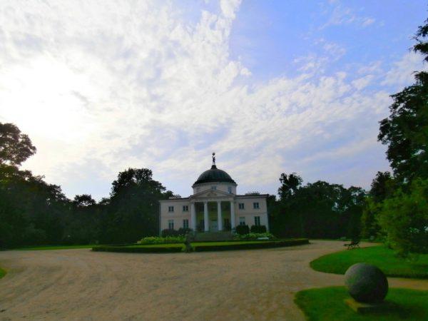 Lubostroń. Pałac w angielskim parku nad Notecią