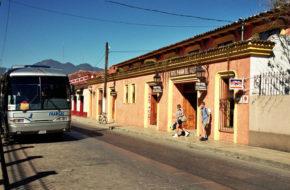 San Cristóbal de las Casas Kolonialne kościoły i indiański targ