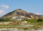 Góry Kelimeńskie. W żółtym leju odkrywkowej kopalni siarki
