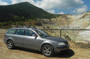 Góry Kelimeńskie W żółtym leju odkrywkowej kopalni siarki