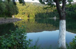 Góry Gutâi Mogoşa ? przystanek nad jeziorem