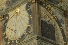 Otmuchów Zegar słoneczny na ratuszu