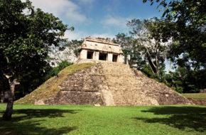 Palenque W gruzach dawnego miasta Majów