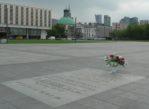 Warszawa. Papieskie pamiątki na Placu Piłsudskiego