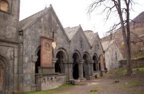 Aławerdy Sanahin, klasztor starszy od innych