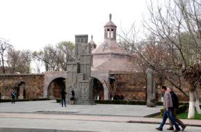 Wagharszapat Eczmiadzyn: dzieje pierwszej katedry