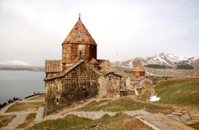 Sewan Czarny klasztor nad jeziorem