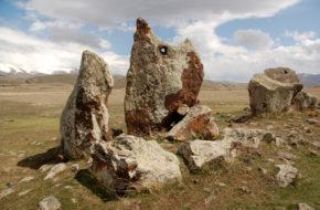 Zorac Karer Tajemnicze śpiewające kamienie
