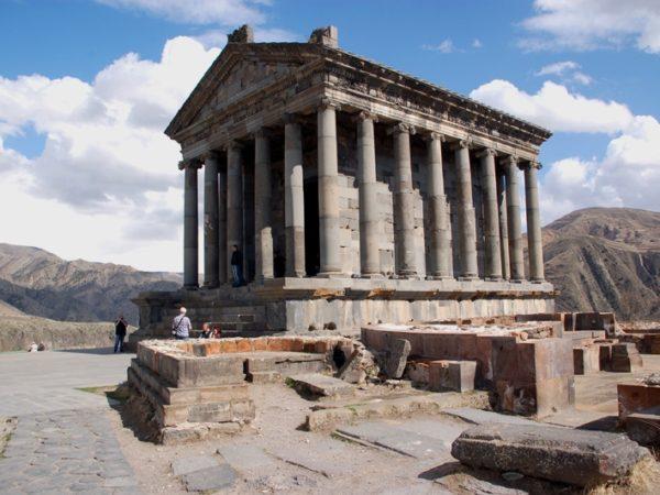 Garni. Świątynia boga Mitry nad urwiskiem
