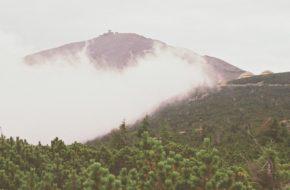 Śnieżka Z Karpacza, w wichrze i mgle