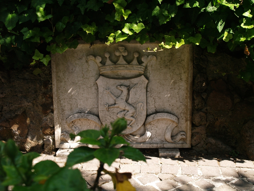 Watykan. Cmentarz niemiecki w cieniu bazyliki