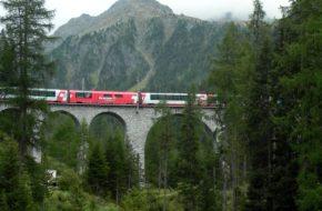Bergün Wzdłuż torów i wiaduktów kolei Albula
