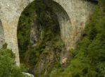 Bergün. Wzdłuż torów i wiaduktów kolei Albula