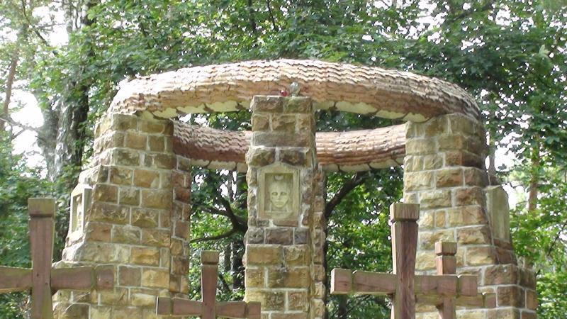 Krempna. Cmentarz wojenny na wzgórzu Łokieć