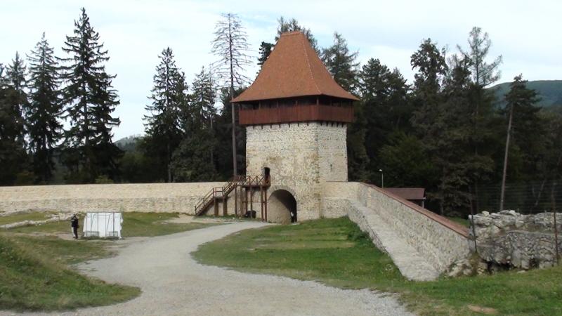 Raşnov. Zamek chłopski na wzgórzu