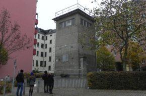 Berlin Wieża strażnicza nad kanałem