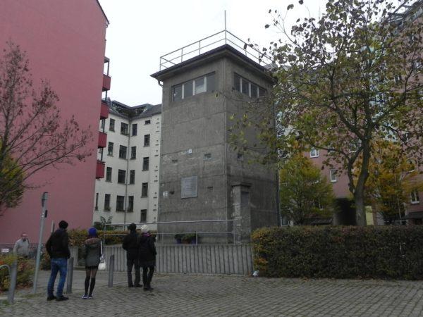 Berlin. Wieża strażnicza nad kanałem
