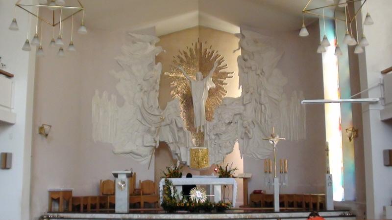 Iwonicz-Zdrój. Dwa kościoły ponad zdrojowym deptakiem