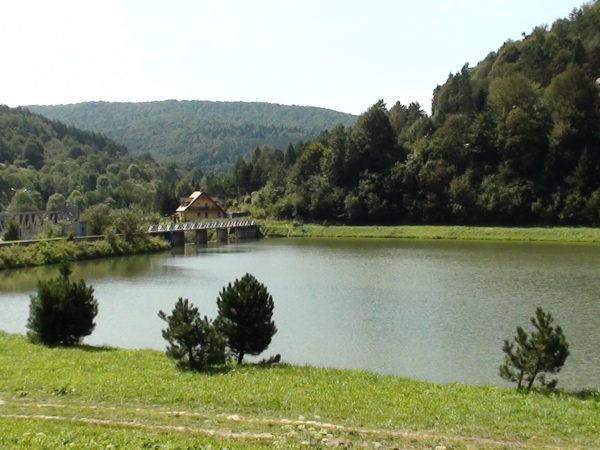 Krempna. Wieś nad zalewem na Wisłoce