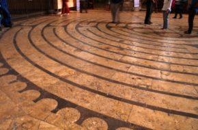 Chartres Labirynt i zakazane tańce wielkanocne
