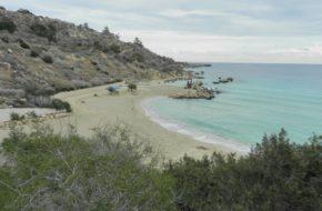 Cavo Gkreko Przyrodniczą ścieżką do plaży Konnos