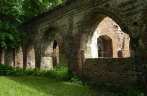Jasienica Poaugustiański kościół i ruiny klasztoru