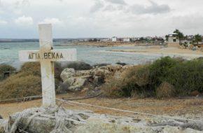 Agia Napa Jesienny spacer na plaży świętej Tekli