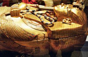 Kair Tutanchamon w Muzeum Egipskim
