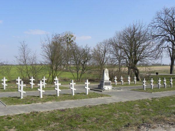 Bielice. Przydrożny cmentarzyk z pierwszej wojny
