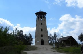 Józefów Wieża nad kamieniołomem Babia Dolina