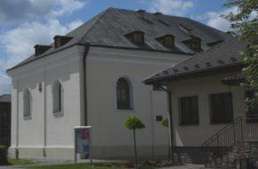 Józefów Biblioteka w dawnej synagodze