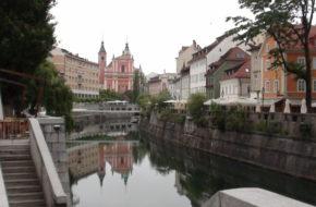 Lublana Monumentalne gmachy nad rzeczką