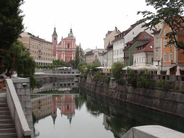 Lublana. Monumentalne gmachy nad rzeczką