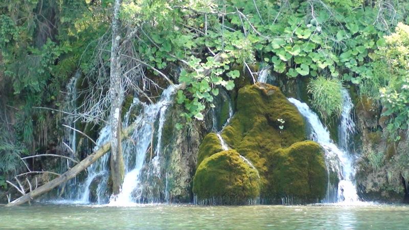 Jeziora Plitwickie. Wśród jezior, kaskad i wodospadów