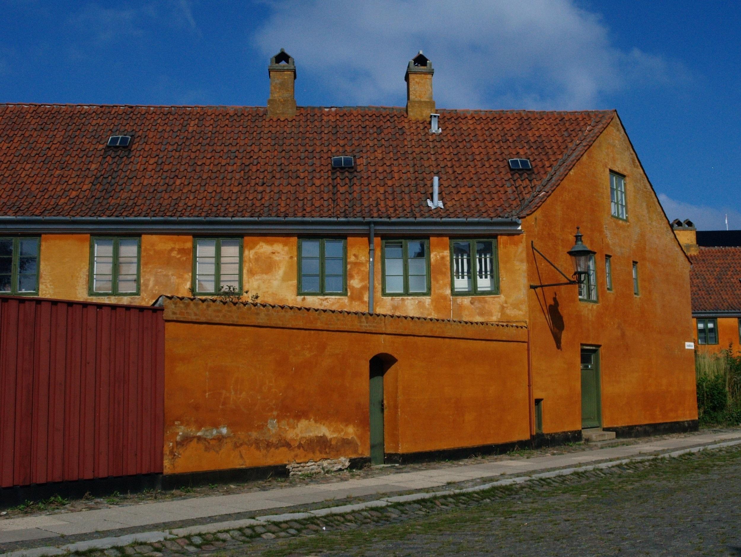 Kopenhaga. Żółte domy w dzielnicy Nyboder