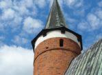 Drzewica. Gotycki kościół z okrągłą wieżą