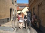 Praga. Tłumy turystów w sierpniowym skwarze
