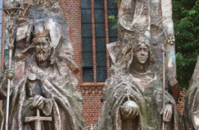 Kołobrzeg Milenijny koszmarek przed katedrą
