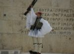 Ateny. Grecki kryzys i honorowa zmiana warty