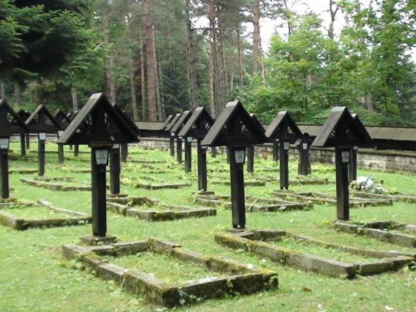 Magura Małastowska. Cmentarz wojenny na przełęczy