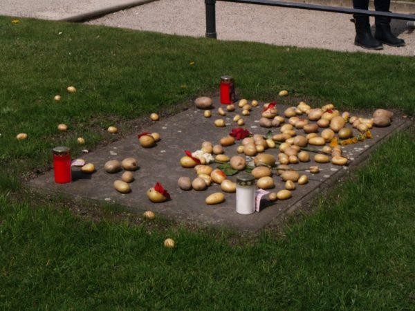 Poczdam. Kartofle na grobie Fryderyka Wielkiego