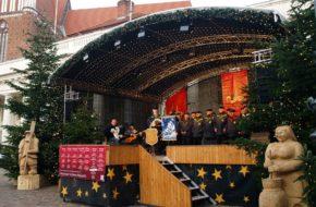 Schwerin Świąteczny targ w stolicy Meklemburgii