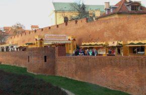 Warszawa Świąteczny jarmark między murami