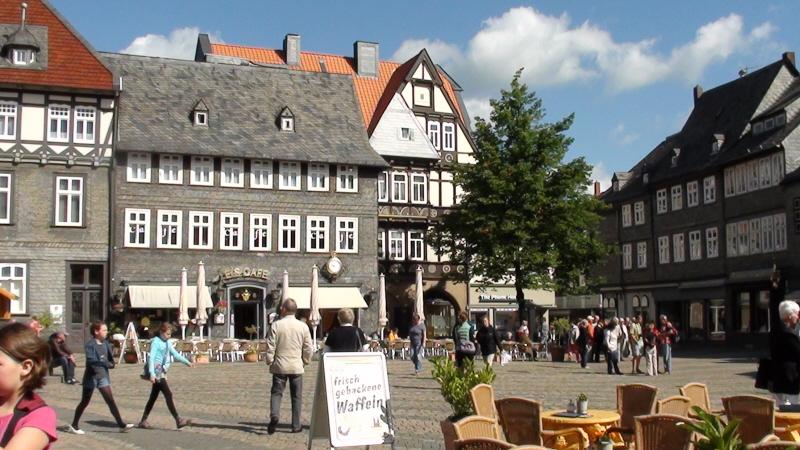 Goslar. Pełno zabytków wokół rynku