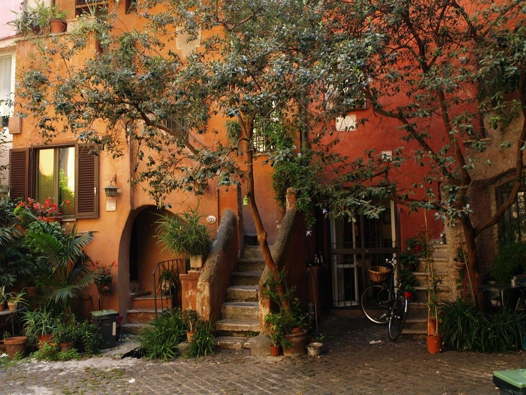 Rzym. Pradawne podwórko: Arco degli Acetari