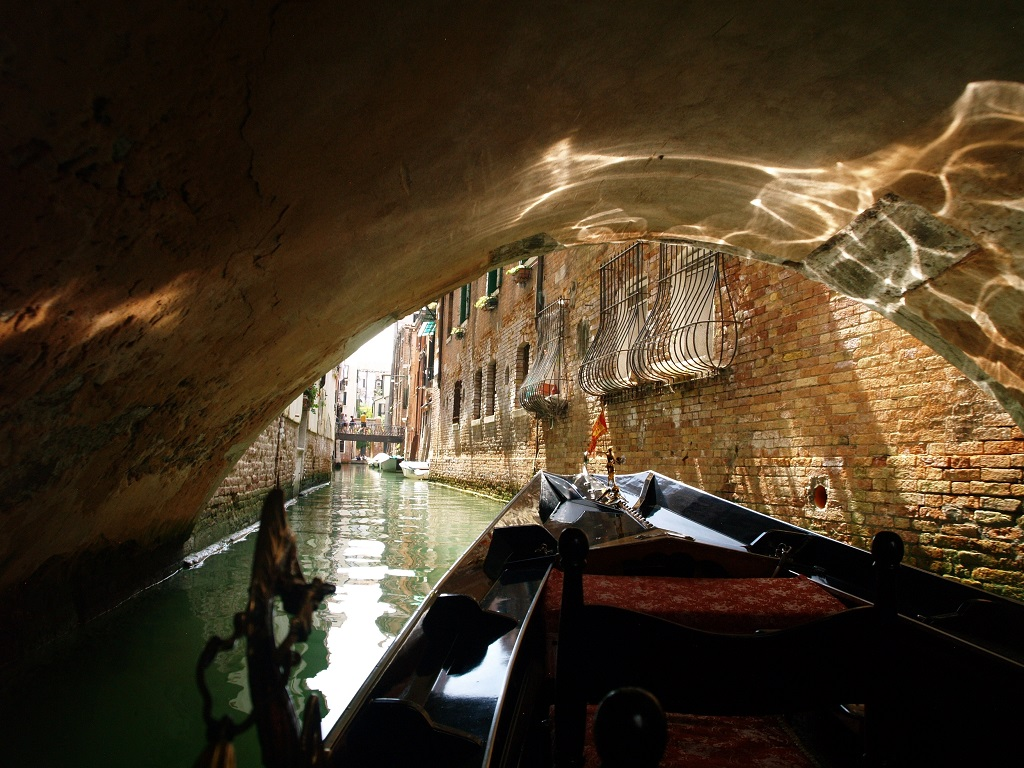 Wenecja. Z gondoli miasto wygląda inaczej