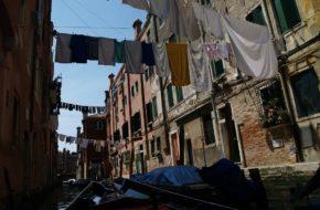 Wenecja Z gondoli miasto wygląda inaczej